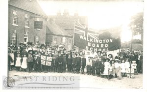Board School children, near Dog and Duck Inn, Walkington  1910